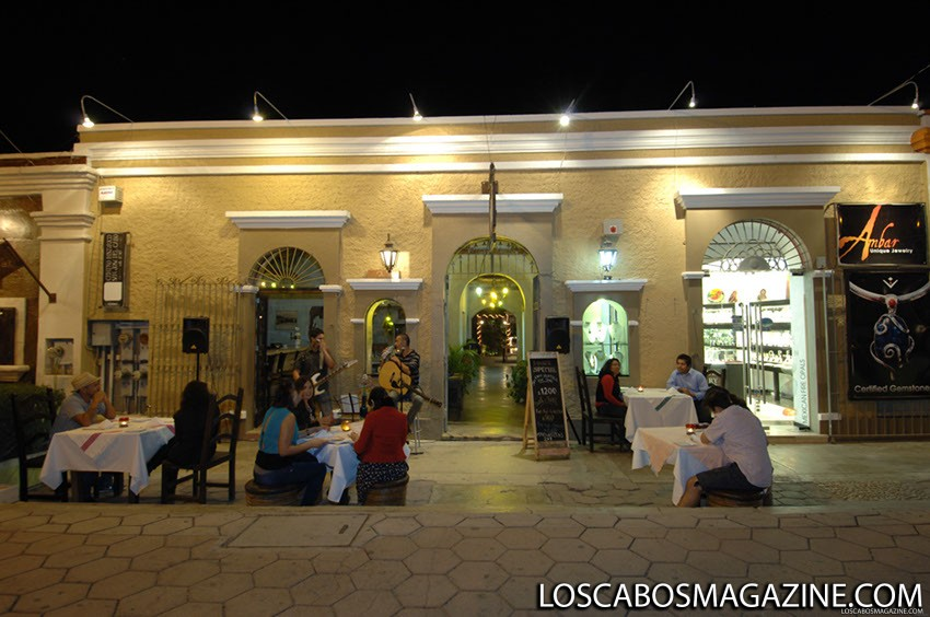 Dvur restaurant san jose del cabo los cabos magazine for Romantic restaurant san jose